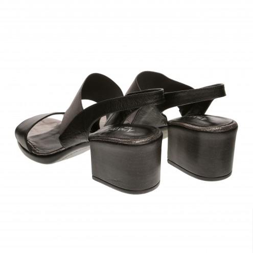 Босоножки на устойчивом каблуке Anatolya