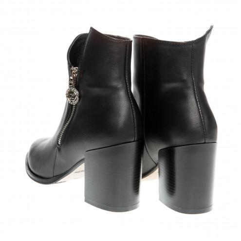 Ботинки на устойчивом каблуке Kluchini