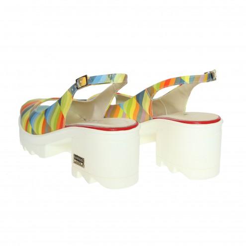 Босоножки на устойчивом каблуке Guero