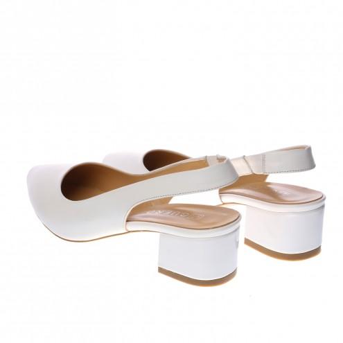 Босоножки на низком каблуке Guero